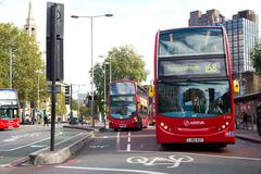 LONDON - OCTOBER 11TH: London buses at Waterloo station onOctober 11th, 2014  Kuvituskuvat