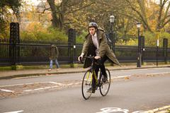 LONDON - NOVEMBER 20TH: Unidentified man rides a bicycle on November the 20th Stock Photos