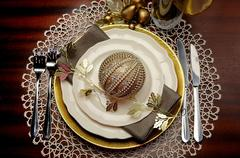 Latest trend of gold metallic theme Christmas  formal dinner table place sett Stock Photos
