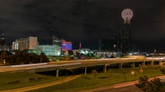 Dallas traffic streaking by time-lapse at night w/ downtown and Reunion tower Arkistovideo