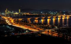 Night traffic over han river in seoul Kuvituskuvat