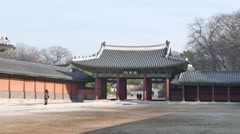 Sukjangmun Gate and tourists in Changdeokgung Stock Footage
