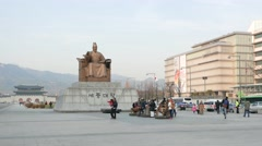 King Sejong statue at Gwanghwamun Plaza Stock Footage