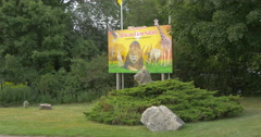 Welcome sign and a lion statue at African Lion Safari, Hamilton Stock Footage