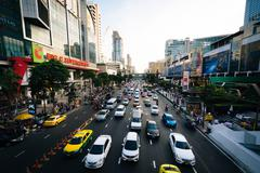 Traffic and modern buildings along Ratchadamri Road, at Siam, Bangkok, Thaila Stock Photos