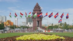 Independence monument with traffic,Phnom Penh,Cambodia Stock Footage