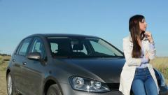 Young attractive clever woman gets a good idea - she is happy - car Stock Footage