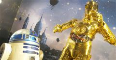 C-3PO Or Z-6PO And r2d2  Staged In A Shop Window Decorations. Stock Footage