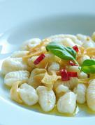 Gnocchetti aglio olio peperoncino Stock Photos