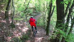 MTB Mountain bike downhill racer riding fast in the forrest, 4k steadicam foo Stock Footage
