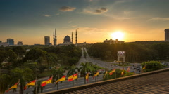 A majestic sunset time lapse overlooking a mosque. Stock Footage