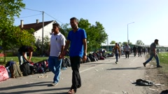 Refugees forming a waiting line in Tovarnik Stock Footage