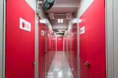 Red door in a corridor Kuvituskuvat
