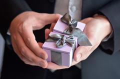 Man presents engagement rings Kuvituskuvat
