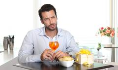 Man waiting for woman late to date Stock Photos
