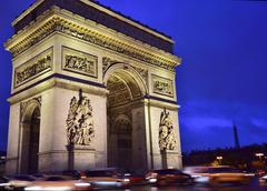 Illuminated Arc de Triomphe with traffic at night Place de Charles de Gaulle Stock Photos