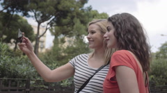 Young adult women taking picture of Cathedral, Barcelona Arkistovideo