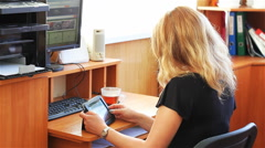 The girl in the workplace with the tablet Stock Footage