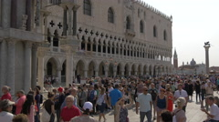 Many tourists visiting Palazzo Ducale in Venice Stock Footage