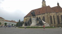 Mathias Rex Monument and St Michael's Church in Cluj-Napoca Stock Footage