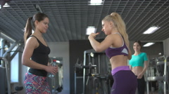 Three women chat in the gym friendship successes to boast a thin waistline Stock Footage