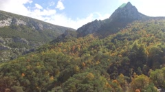 River Verdon and autumn forest at the foot of the Point-Sublime mountain top – Stock Footage