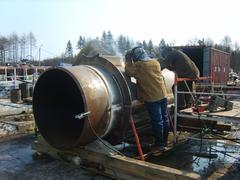 Privarivaniye of zhestvost edges to a piece of the pipeline Stock Photos