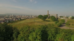 Incredible shot of Calton hill, revealing the skyline of Edinburgh, Scotland Stock Footage
