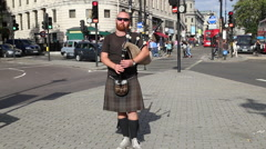 Scottish busker playing bagpipes, Trafalgar Square, London Stock Footage