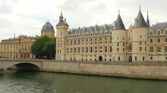 Palace justice, ile de la cite islands, seine river, paris Stock Footage