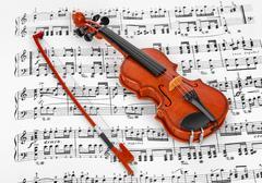 Toy violin and music sheet Kuvituskuvat