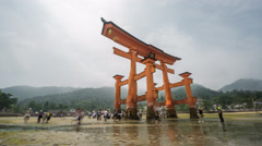 Timelapse blurred tourists and the famous 'Floating torii' on Miyajima Stock Footage