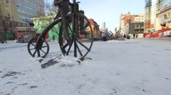Monument cyclist on the street Weiner. Yekaterinburg, Russia Stock Footage