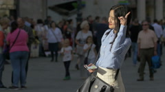Asian woman taking pictures in Stephansplatz, Vienna Stock Footage