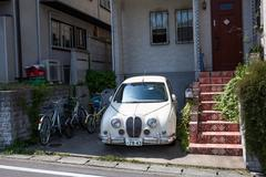 KAMAKURA, JAPAN-Circa APR, 2013: The yard of the private townhouse with a par Stock Photos