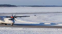 Propeller airliner taxiing, 4k Arkistovideo
