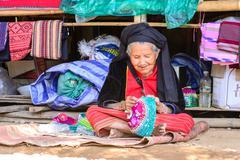 CHIANG MAI, THAILAND - 2015 November 05: Unidentify Palaung old woman in trib Stock Photos