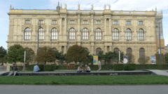 Tourists relaxing in front of Kunsthistorisches Museum in Vienna Stock Footage