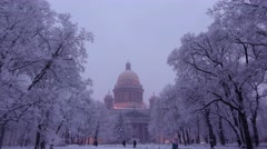 Dusk to darker time lapse view on snowy park and Isaakievskiy Sobor Stock Footage