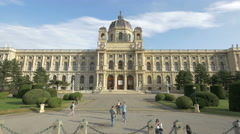 Amazing view of Kunsthistorisches Museum in Vienna Stock Footage