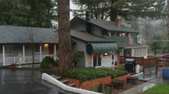 Zoom-on on innkeeper's house and motel office near Grants Pass, Oregon Stock Footage