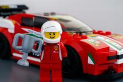 Lego Ferrari 458 Italia GT2 driver minifigure with cup Kuvituskuvat