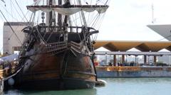 El Galeon - Spanish pirate ship on dock. Stock Footage