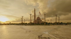 Time lapse of sunset at Putra mosque, Putrajaya. Stock Footage