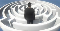 4k a businessman standing in the maze. Stock Footage