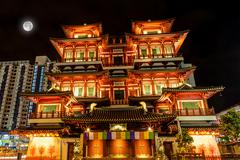 Full Moon Over Chinese Temple in Singapore Chinatown Stock Photos