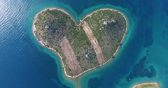 Aerial view of heart-shaped Island of Galesnjak, Croatia Stock Footage