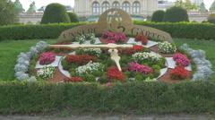Unsere Garten - a flower clock in Stadtpark, Vienna Stock Footage
