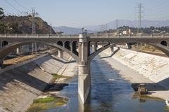 Bridge over urban aqueduct of Los Angeles River, Los Angeles, California, United Kuvituskuvat