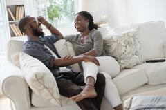 Black couple talking on sofa Kuvituskuvat